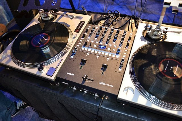 Turntables & Mixer Setup Example